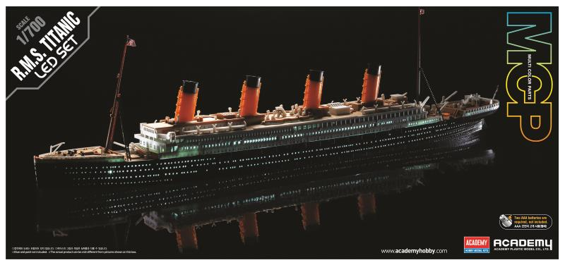 Academy 1/700 R.M.S. TITANIC + LED SET