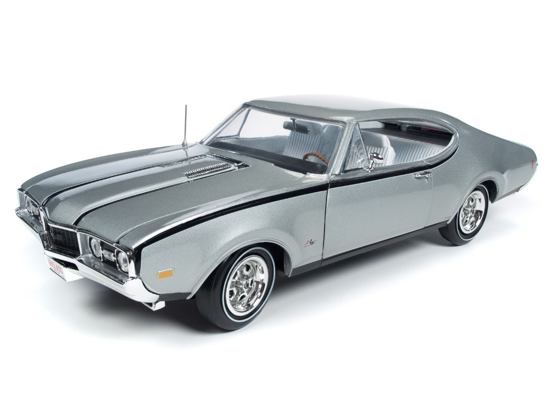"American Muscle 1/18 1968 Olds Cutlass Hurst Olds ""Class of 68"""