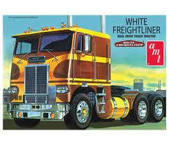 AMT White Freightliner Truck Tractor 1/25 Model Kit (Level 3)