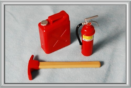 Hobby Gear 1/10 Pick, Jerry Can and Fire Extinguisher