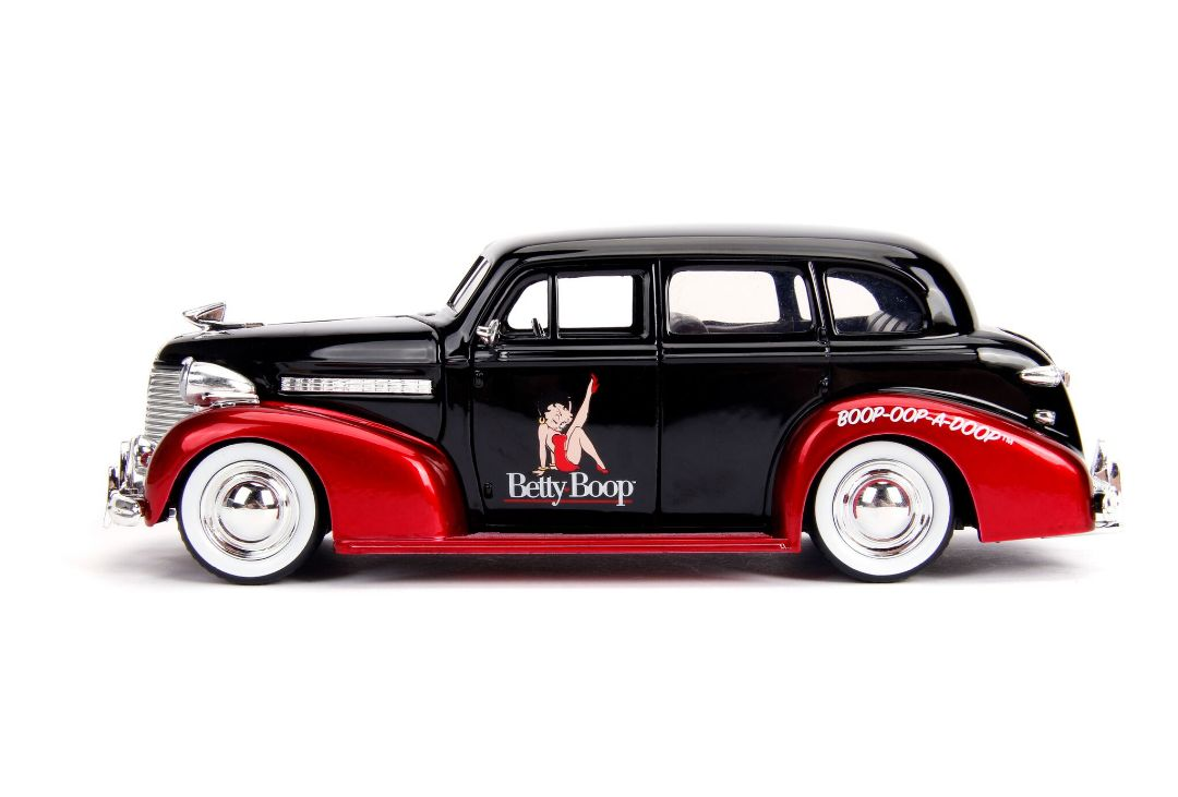 Hollywood Rides - 1/24 1939 Chevy Master Deluxe w/ Betty Boop
