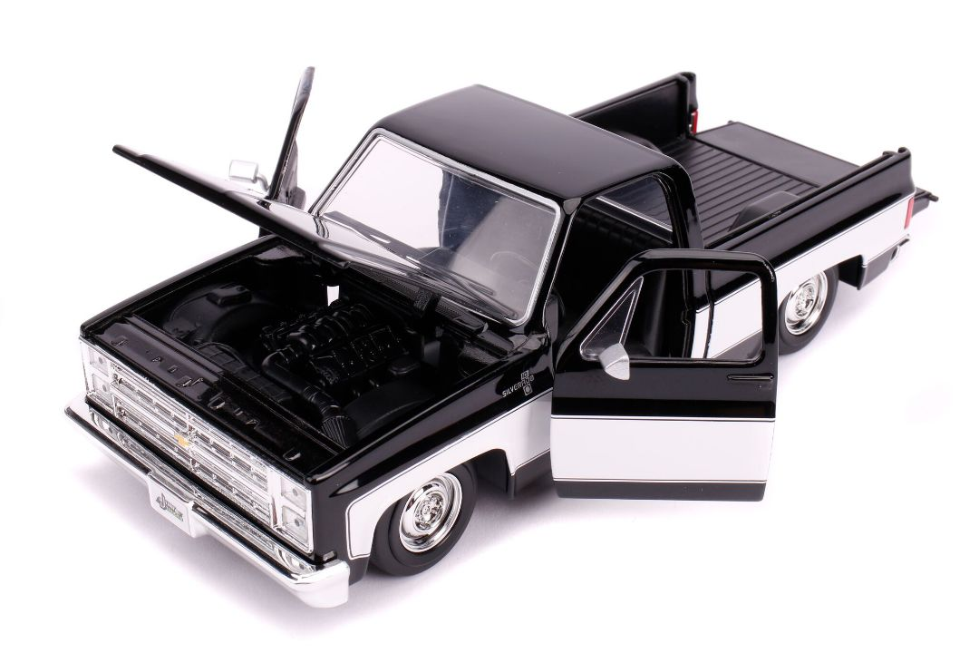 "Jada 1/24 ""Just Trucks"" 1985 Chevy C10 Pickup Stock Glossy Black"