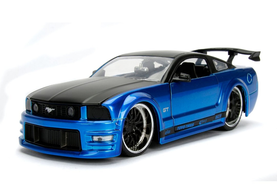"""BIGTIME Muscle"" 1/24 2006 Ford Mustang GT - Blue"