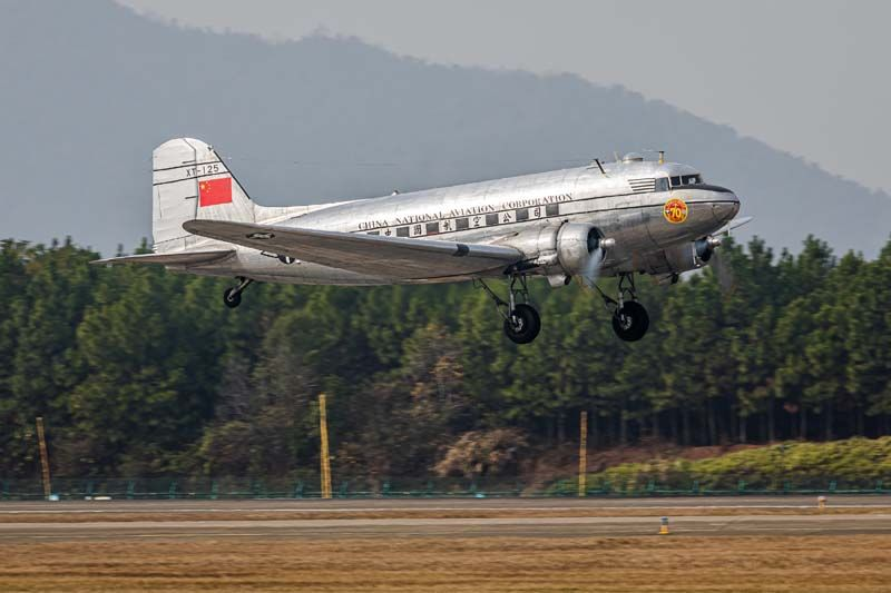 Trumpeter 1/48 DC-3